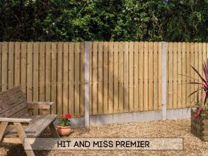 Garden fencing Dublin - Hit & Miss Cottage Premier