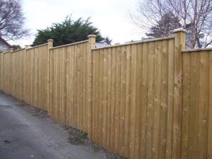 Garden fencing Dublin - Barrel capped fencing